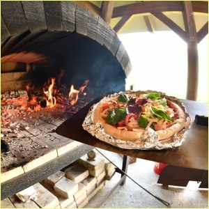 白川郷でピザを焼けるピザ窯