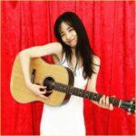 横田真悠のギターの種類はGibson