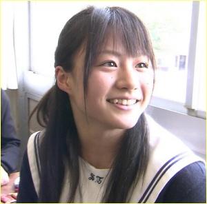 八木かなえの高校制服姿がカワイイ