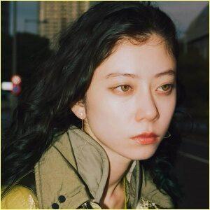 女優でモデルのSUMIREの目の色はグリーン